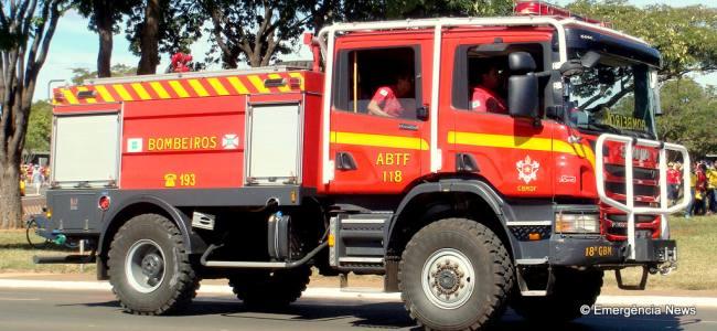 Bombeiros controlam fogo na Floresta Nacional de Brasília depois de 8 horas