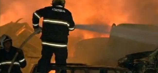 Incêndio atinge 400 veículos em pátio de Jundiaí