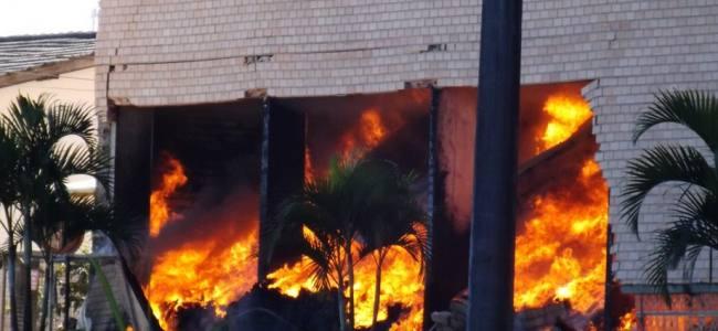 Incêndio de grandes proporçíµes atinge fábrica em SC