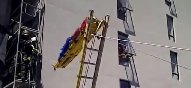 Técnica de descenso de camilla en zonas urbanas
