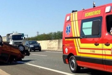 Colisão entre carro e caminhão deixa três feridos em Campinas SP