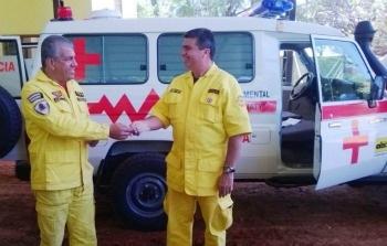 Donan ambulancia a Bomberos de Curuguaty