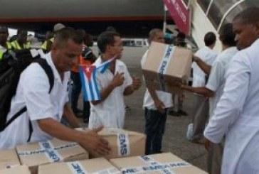 Ebola: un médecin cubain contaminé en Sierra Leone, le Liberia veut contre-attaquer