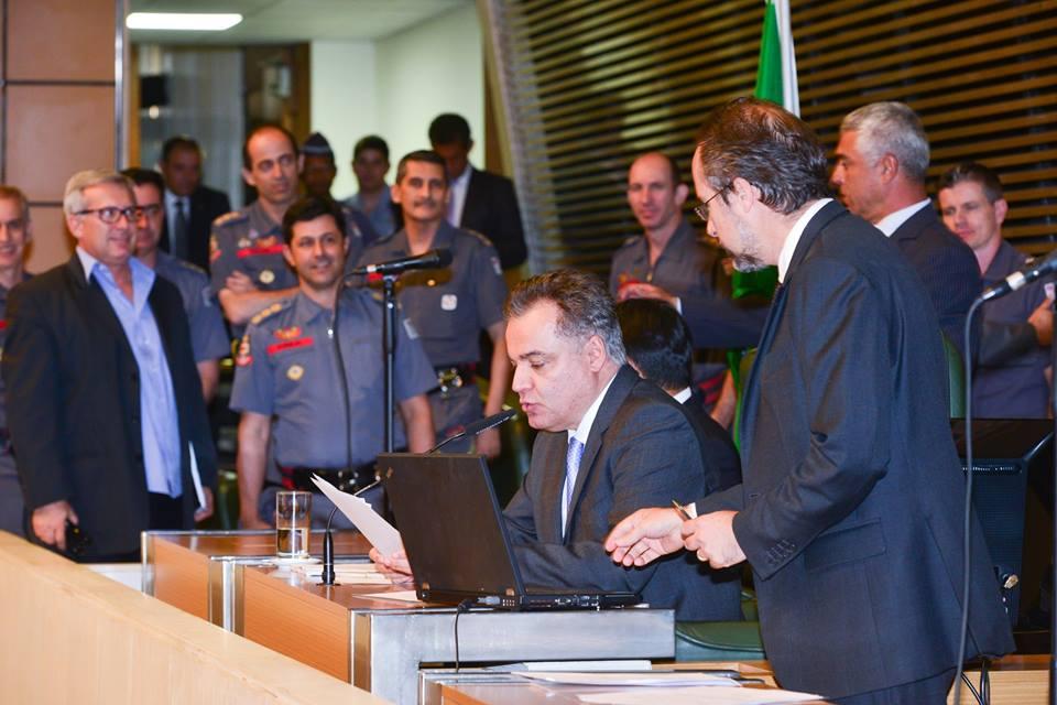 Aprovado projeto de lei que confere poder de polícia aos bombeiros