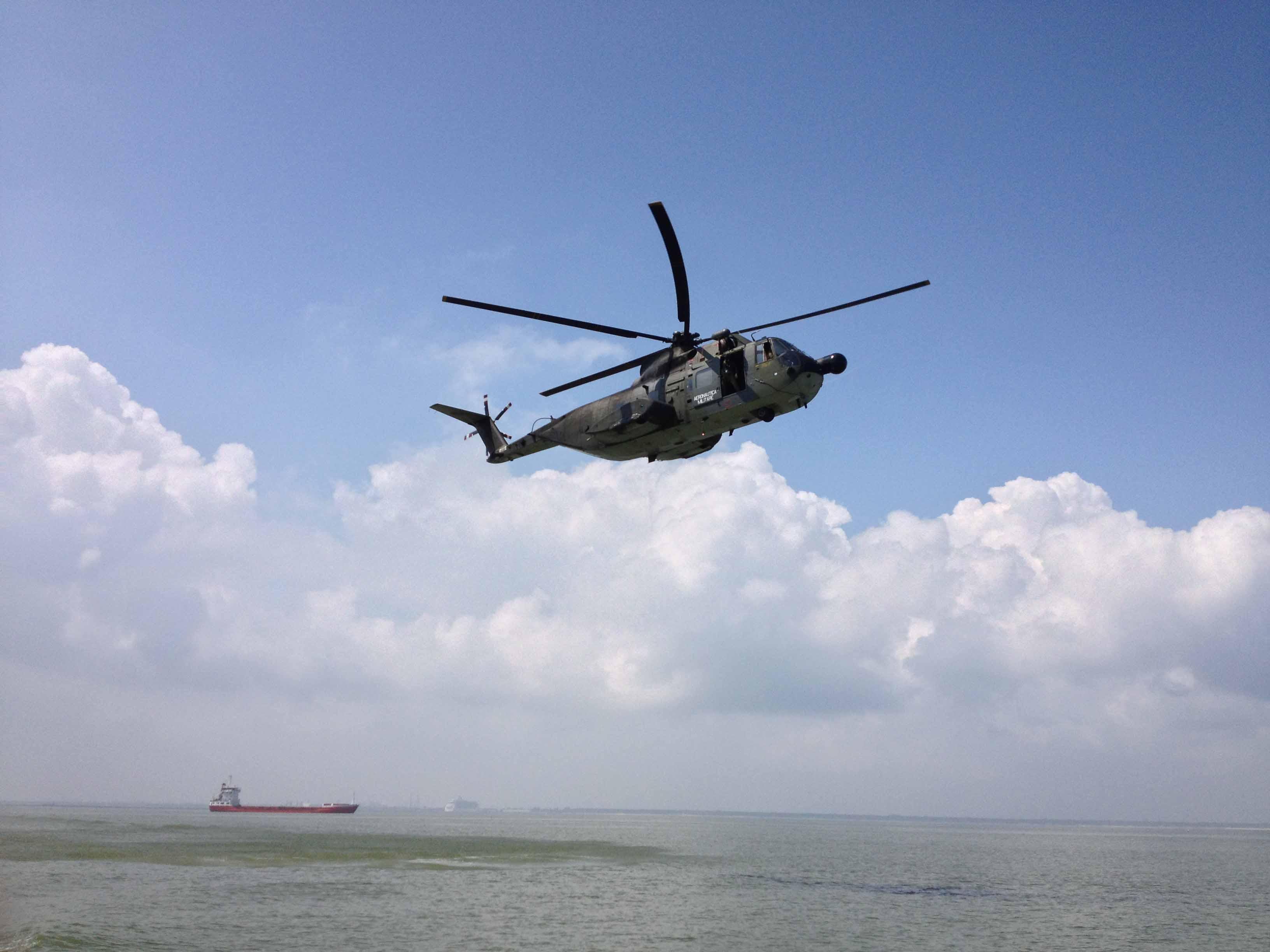 Évacuation médicale d'un marin blessé