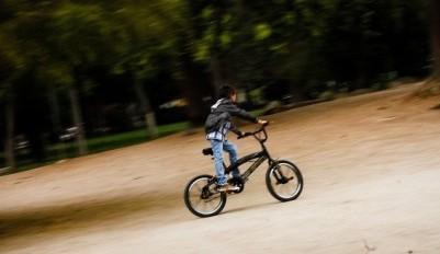 """""""No quiero una ambulancia, quiero a mi mamá"""": Las últimas palabras del niño que murió tras sufrir accidente en bicicleta en Reino Unido"""