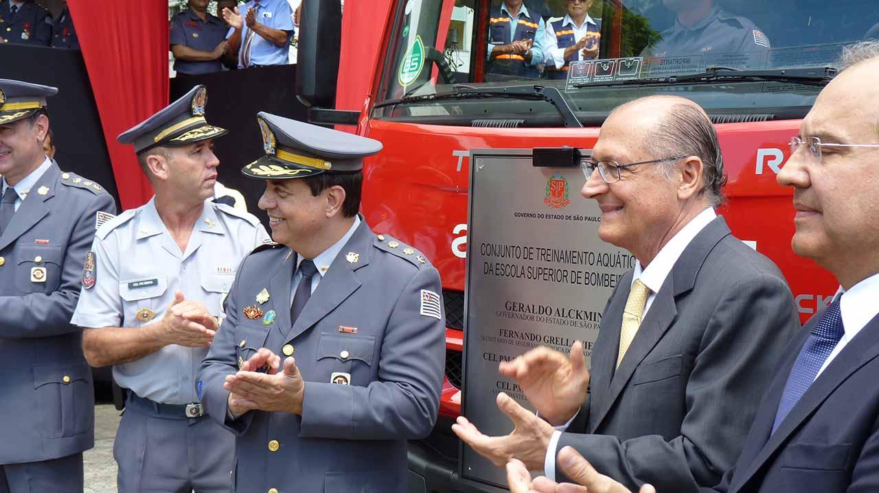 Geraldo Alckmin sanciona lei que dá poder de polícia a bombeiros