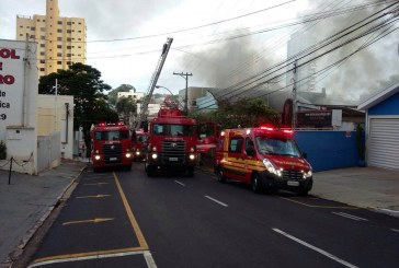 Incêndio de grandes proporções assusta moradores em Rio Preto, SP