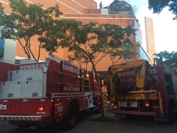 Incêndio atinge gerador de cinema no Rio de Janeiro
