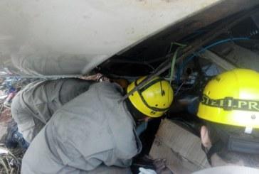 Bombeiros resgatam vítima embaixo de caminhão em Indiara, GO