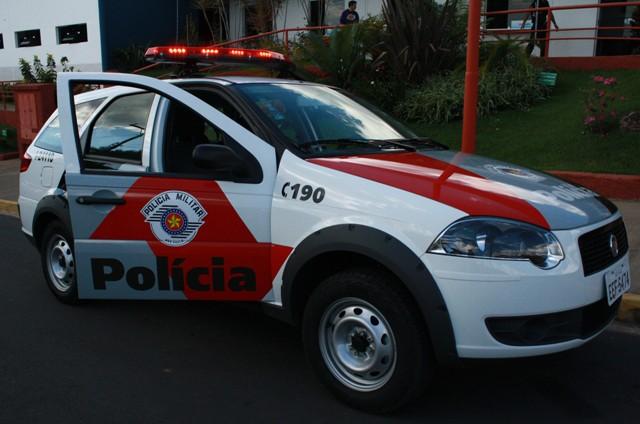 Bombeiro sofre tentativa de roubo e polícia alveja bandidos