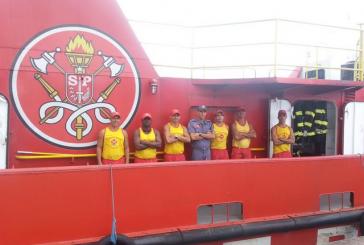 Bombeiros já usaram mais de 5 bilhões de litros d'água em incêndio de Santos