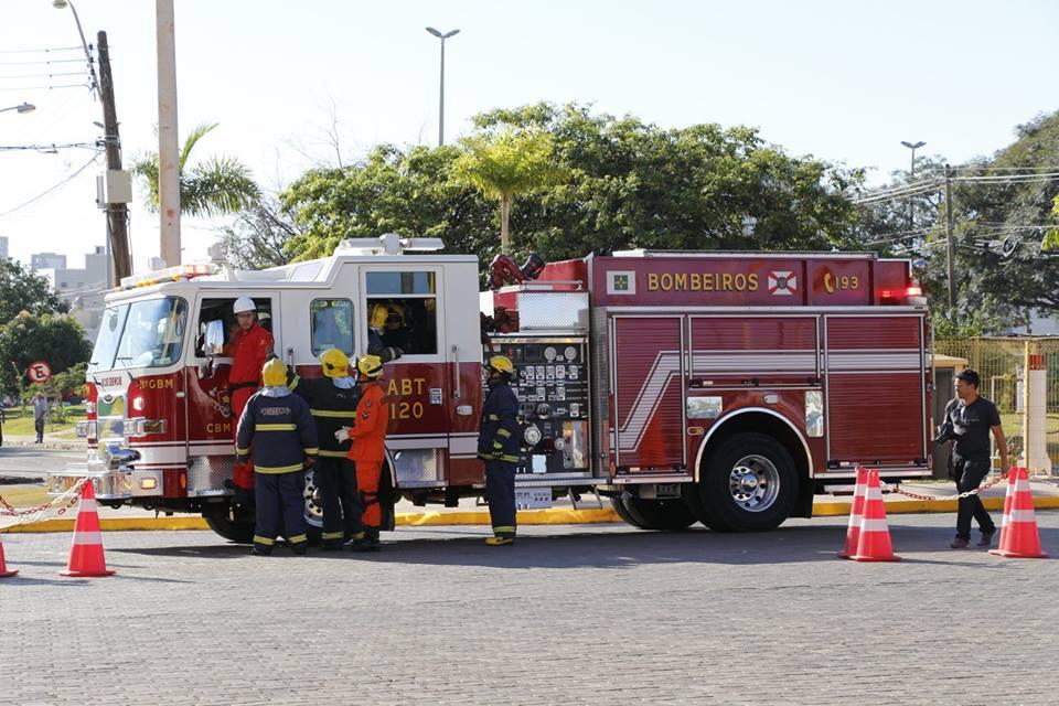 Bombeiros do DF realizam simulado de incêndio em Shopping