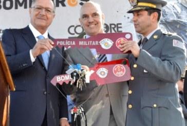 Governador e secretário entregam 138 viaturas, duas embarcações e equipamentos ao Corpo de Bombeiros de SP