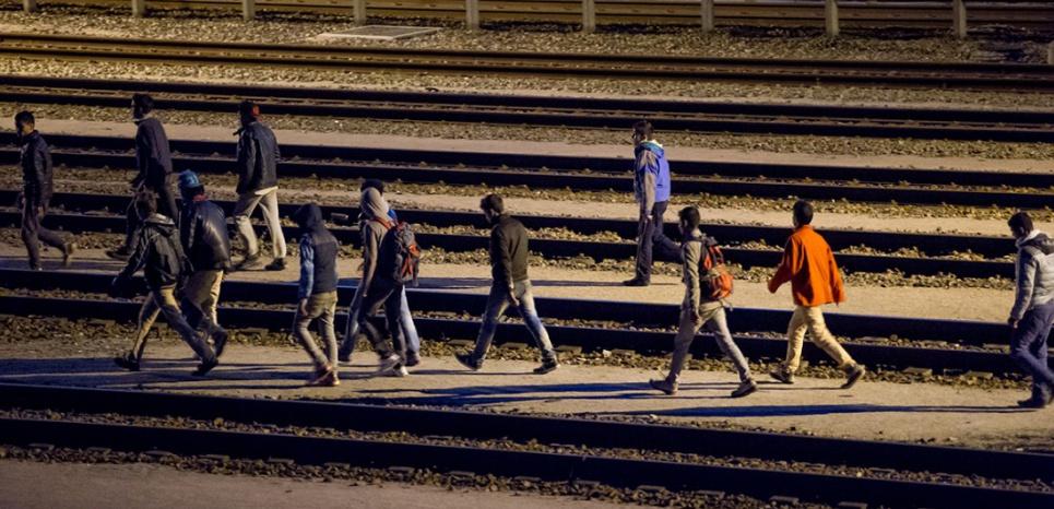 Calais: les migrants donnent l'assaut à l'Eurotunnel