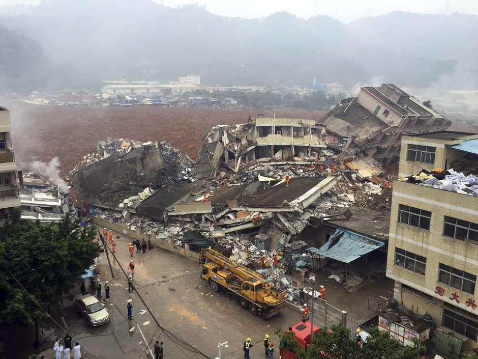 Rescatistas buscan a 91 desaparecidos tras alud en China