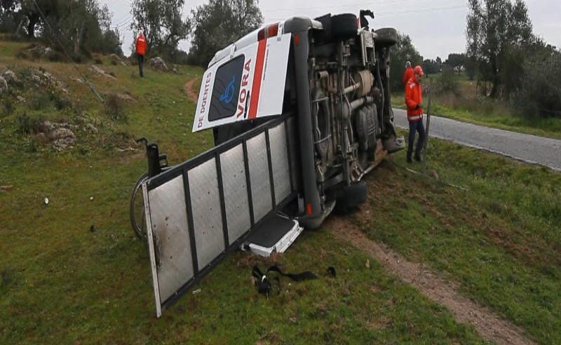 Évora: Despiste de Ambulância deixa Bombeiro em estado grave