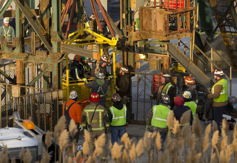 Rescatistas salvan la vida de 17 mineros en EEUU