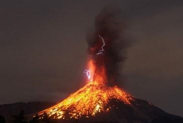Sí explota el volcán de Colima en México antes de expulsar lava
