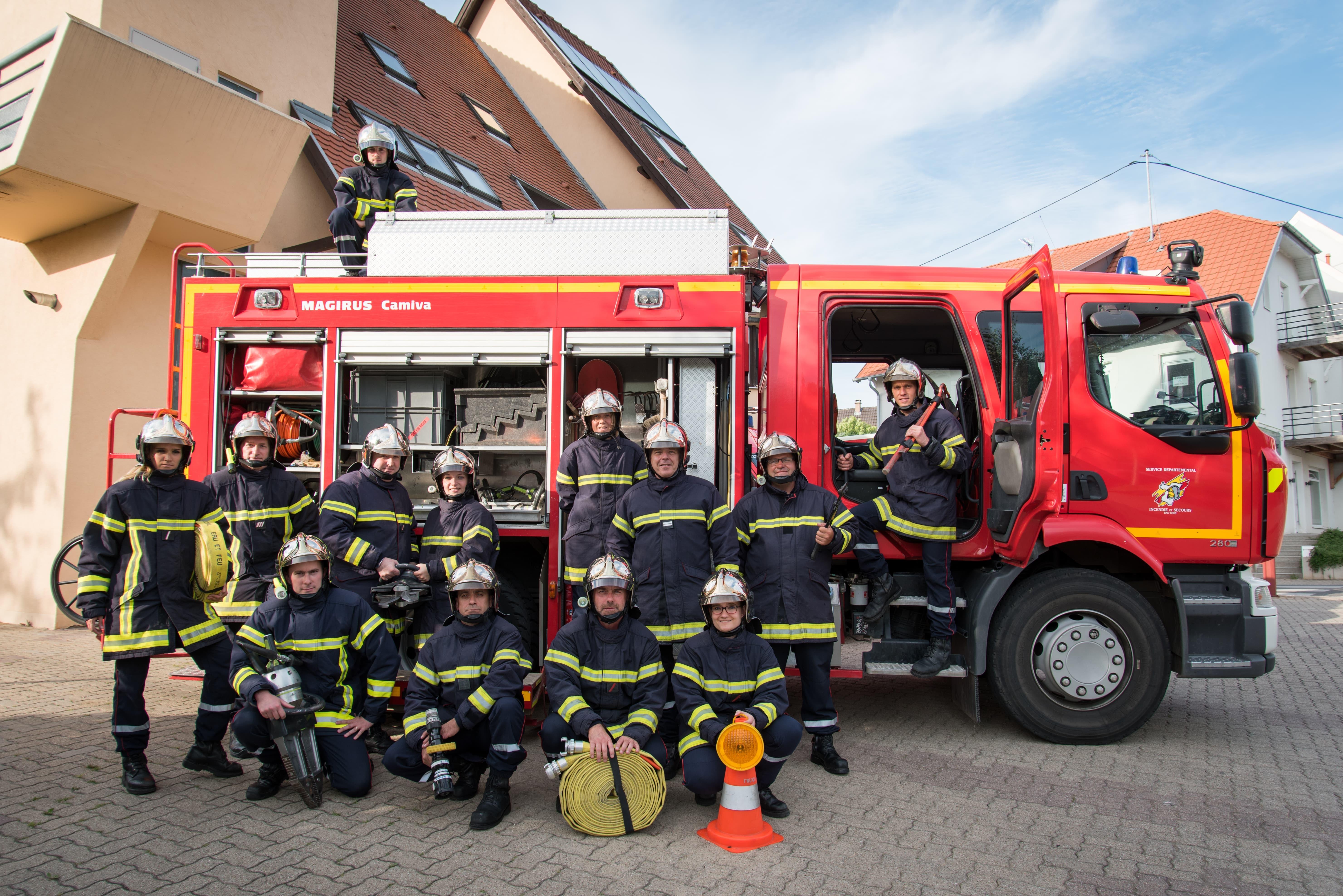 Dans le coeur de l'action d'une caserne sapeur pompier volontaire