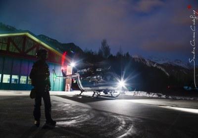Helicoptere EC145 Gendarmerie  choucas de retour de nuit sur sa DZ de Modane