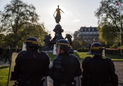 Policiers en maintien de l'ordre place de la Republique a Paris