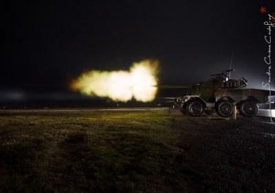 Tir de nuit d'un ERC90 Sagaie au camp militaire de Mailly