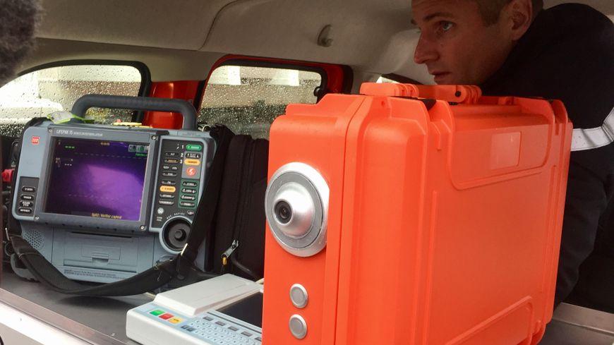 Deserts medicaux: véhicule de pompiers avec caméra connectée au médecin SAMU