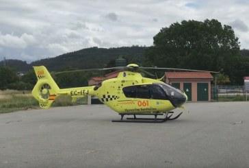 El helicóptero traslada a una turista que sufrió un infarto al llegar a un hotel de Ribadumia