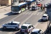 Marseille: voiture contre abribus, un mort