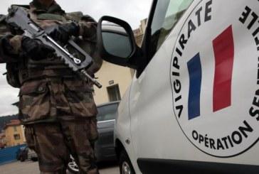 Voiture fonce sur six militaires, Paris encore dans le terreur