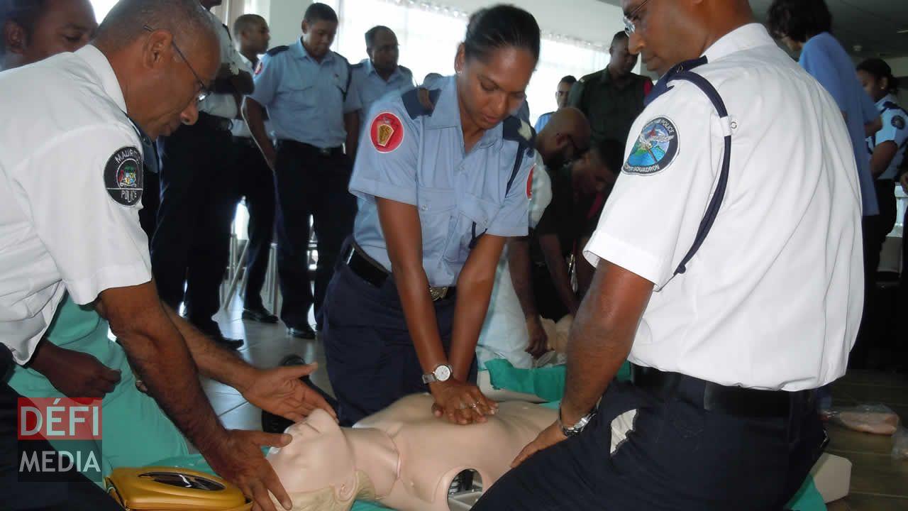 Journée mondiale du cœur, formation au massage cardiaque pour les policiers
