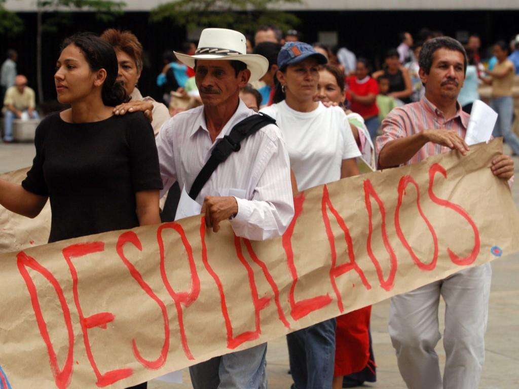 Desplazamiento masivo y restricciones a la movilidad de 309 miembros de comunidades indígenas en Colombia