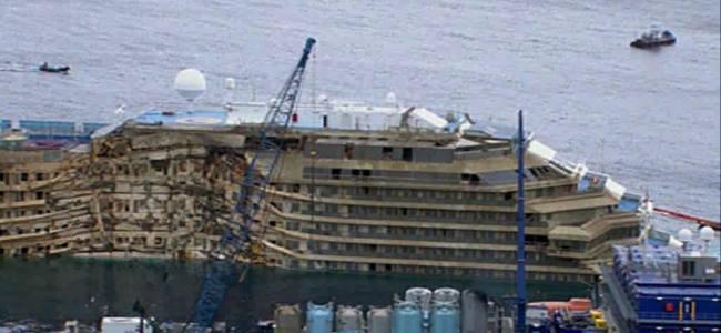 Costa Concordia, il viaggio è finito. La nave è a Genova – DIRETTA