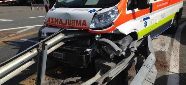 Genova: L'ambulanza si schianta perché l'autista è ubriaco