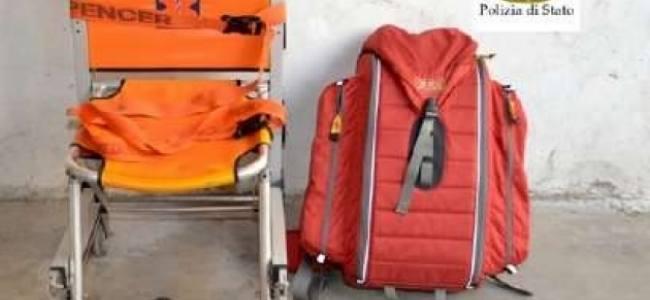 Ruba l'attrezzatura da un'ambulanza per allestire la sua: denunciato