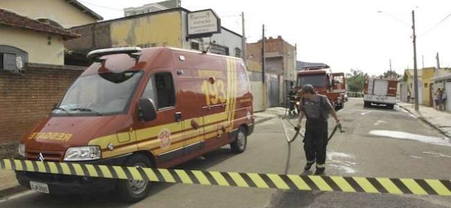 Incêndio em residência mobiliza bombeiros em São Carlos SP