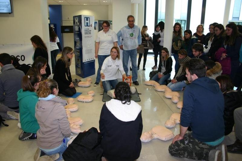 L'importanza del defibrillatore, incontro medici-studenti al S. Luca