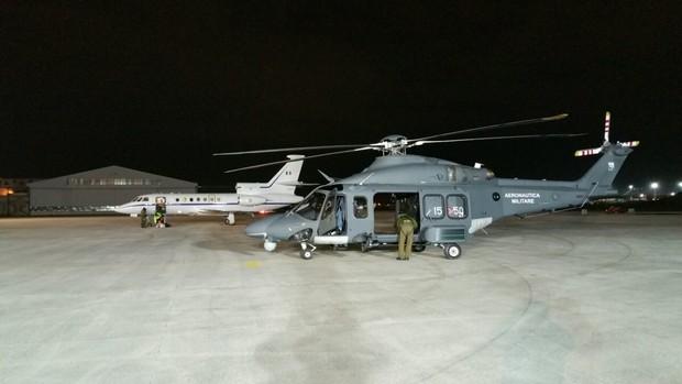 Staffetta elicottero-aereo per salvare una vita