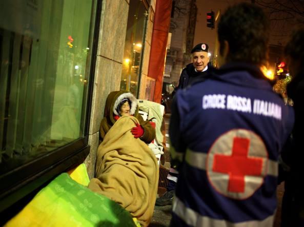 Milano, ambulanze nei parcheggi e 200 persone negli uffici
