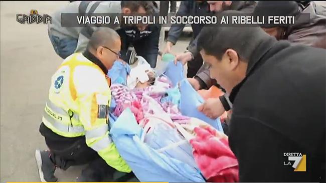 Tripoli, il soccorso ai ribelli feriti, La7 a bordo di un velivolo Airmedical