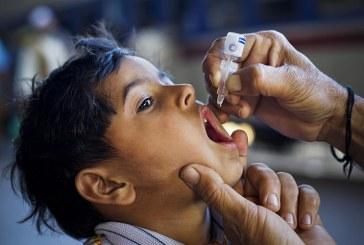Legge sui vaccini, giro di vite soltanto a metà, ma i novax aggrediscono i politici in piazza