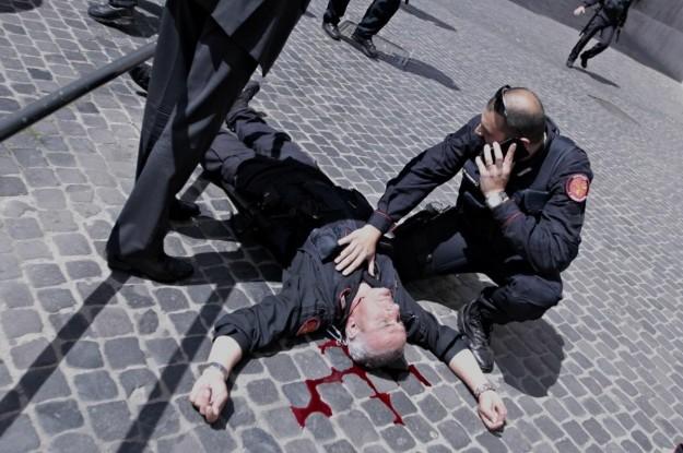 uno-dei-due-agenti-feriti