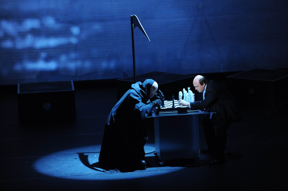 crozza-bersani-gioca a scacchi con la morte