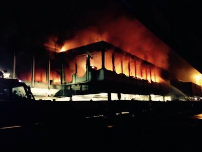 Fiumicino: incendio in aeroporto. Scalo chiuso fino a mezzogiorno,  voli cancellati in tutta Italia