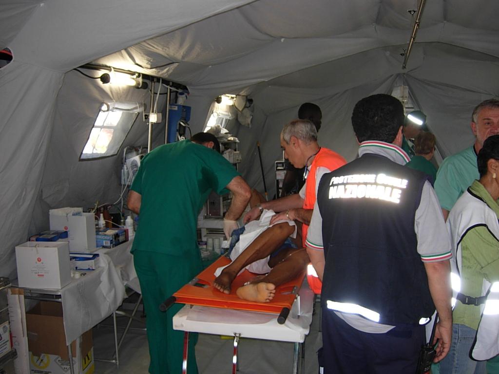 in Nepal l'Italia cura più di 400 pazienti con l'ospedale da campo di Pisa
