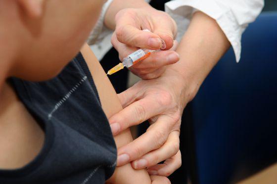 """Torna la difterite in Spagna, ma non ci sono farmaci: """"E' importante vaccinare"""""""