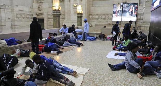 Migranti, 500 casi di scabbia alla Stazione Centrale di Milano