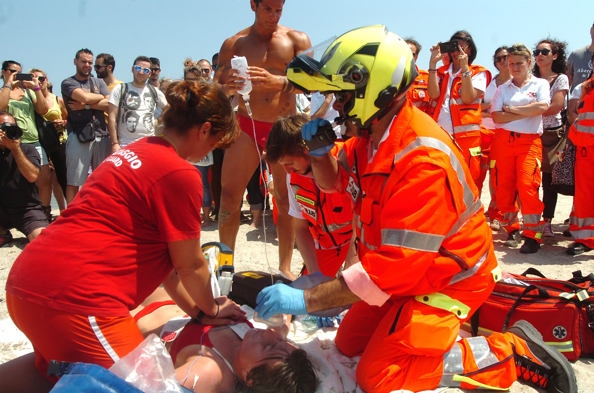 Defibrillatori obbligatori in spiaggia: Romagna, Toscana, Puglia e Lazio con le coste più sicure