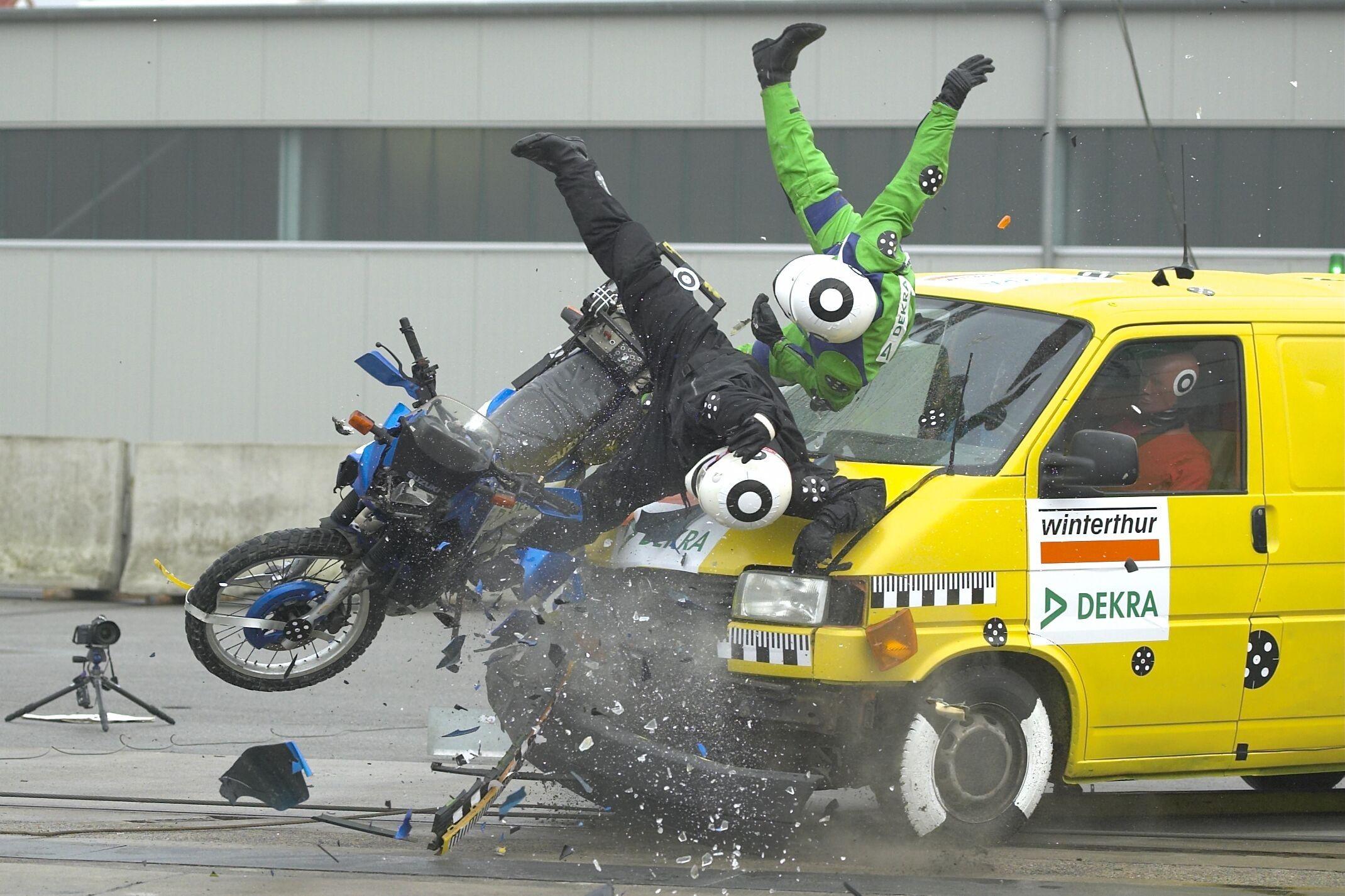 motorbike-crash-test_transporter-motorrad01